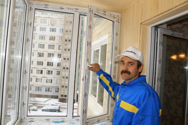 Замерзают пластиковые окна на балконе. Что делать?