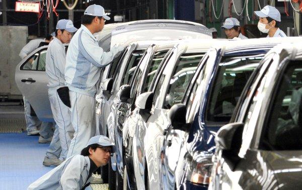 Из-за непогоды в Японии закрылись заводы Mazda и Mitsubishi