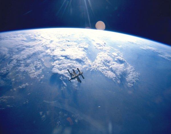 Учёный назвал массу космического мусора на орбите Земли
