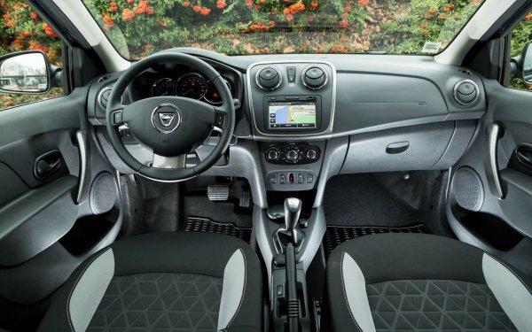 В сеть попали первые шпионские фото кросс-версии седана Renault Logan Stepway