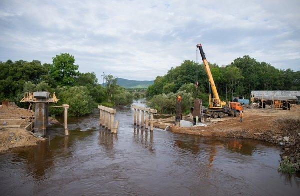 Постройку важного моста в Приморье закончат к концу года