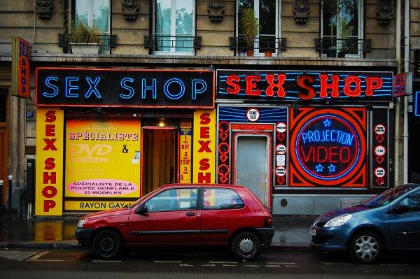 Владелец секс-шопа пойдёт под суд из-за разрешения клиентам заниматься сексом в магазине