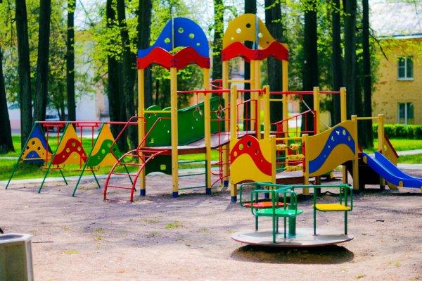 Власти Москвы построят более 400 детских и спортивных площадок в подмосковных СНТ