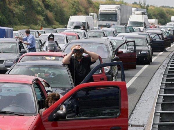 «Олени педальные»: Медлительные крымские автомобилисты вывели туристов из себя