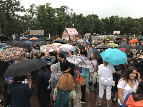Полиция испугалась дождя и не пришла на «Марш матерей»