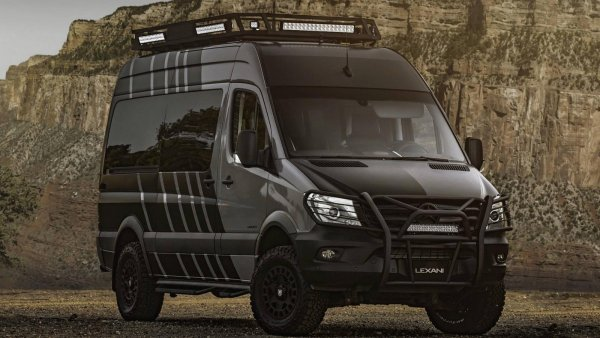 Mercedes-Benz Sprinter переделали во внедорожный дом на колёсах