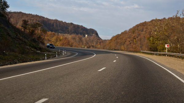 Вместо платной М-4 «Дон» «Яндекс.Карты» отправляют водителей по бездорожью