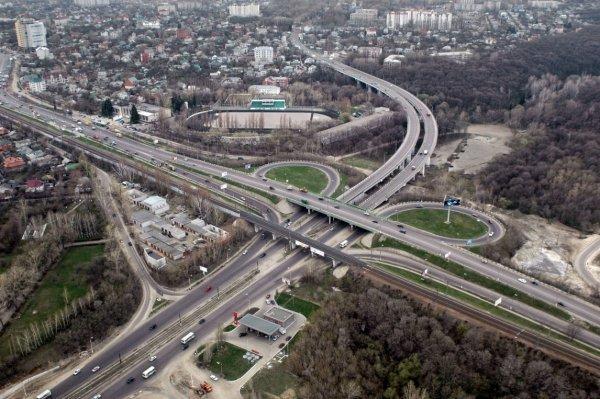 В Воронеже строительство дорог считают шагом в светлое будущее