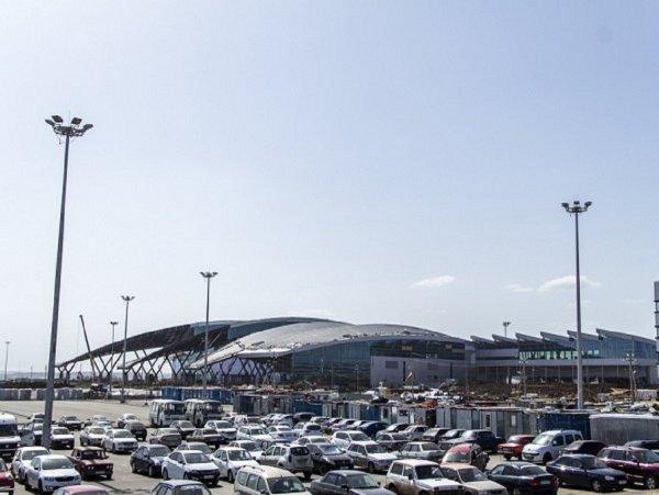 Таксисты обвиняют руководителей ростовского аэропорта «Платов» в умышленном создании пробки