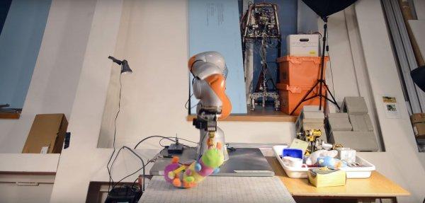 Ученые создали различающего предметы робота