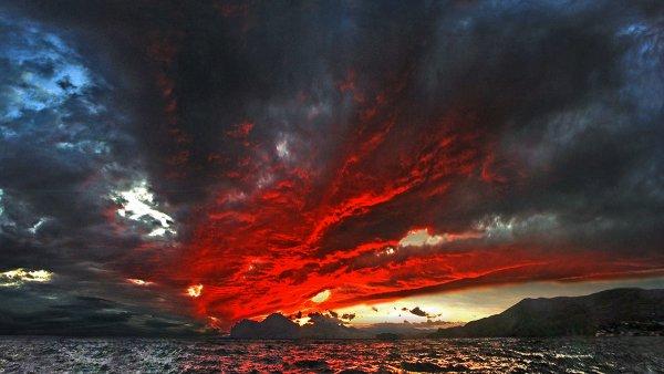 Уфологи: Планета-убийца Нибиру превратила небо Лондона в «кровавое месиво»