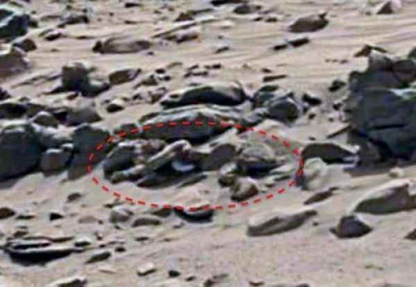 Уфолог обнаружил на Марсе человеческий силуэт