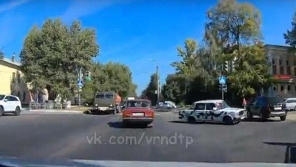 В Воронеже засняли опасный дрифт на ВАЗ