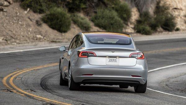 Tesla Model 3 назван самым безопасным автомобилем