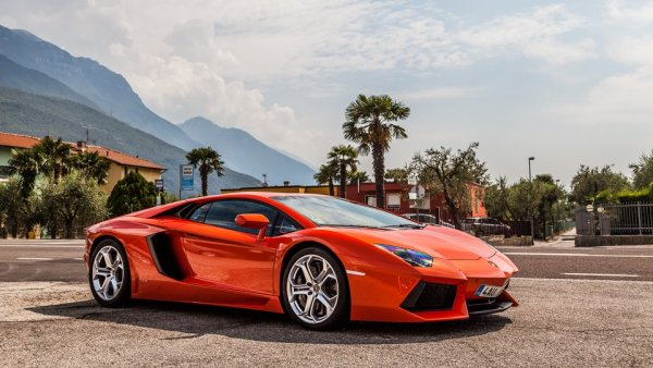 «Трасса для мажоров»: На М4 «Дон» начали ездить люксовые Lamborghini