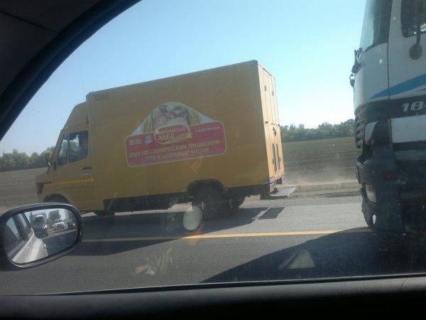 Хлебный фургон спас трассу М4 «Дон» от наглых «обочечников» – соцсети