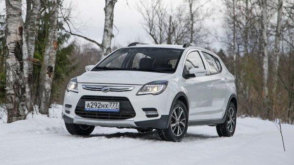 Назван ТОП-3 конкурентов LADA XRay в России