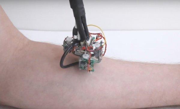 Шагающий на присосках робот исследует кожу под микроскопом
