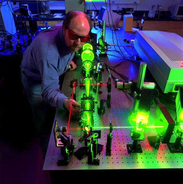 Учёные получили Нобелевскую премию за открытия в лазерной физике