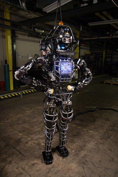 Boston Dynamics научила продвинутого андроида новым трюкам