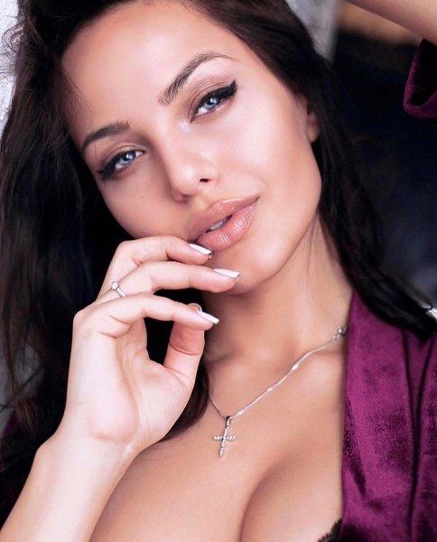 «Русская Анджелина Джоли» стала популярным бьюти-блогером в Instagram