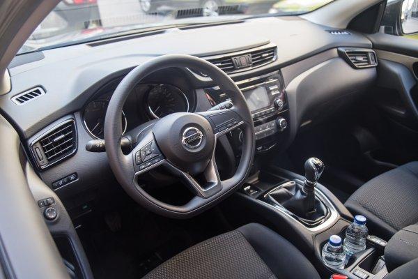 Обзор с «грустными глазами»: Пересевшим с Nissan Qashqai на LADA Granta блогерам посочувствовали в сети