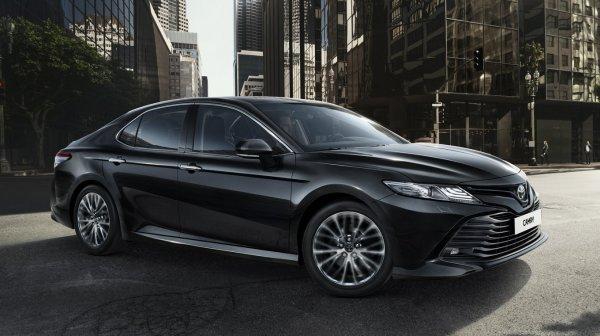 Дорогие фары и камни в моторе: ТОП-10 недостатков Toyota Camry озвучили в сети