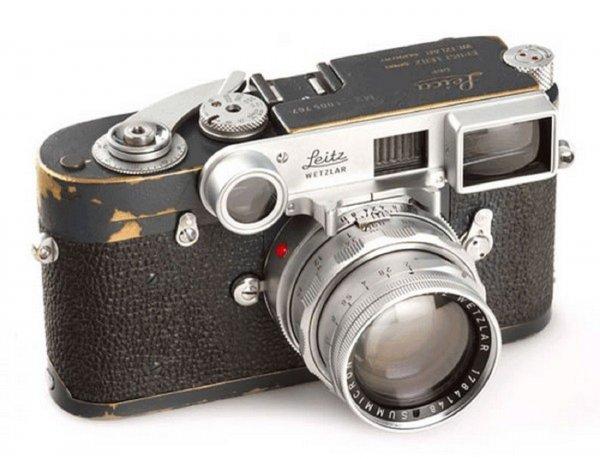 Одну из самых старых фотокамер Leica продали на торгах за $3 млн