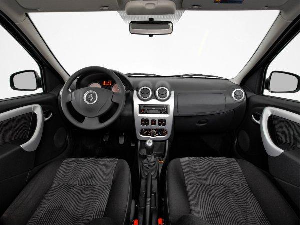 «Ранен, но не убит»: Автоблогер оценил Renault Logan с пробегом 276 000 км