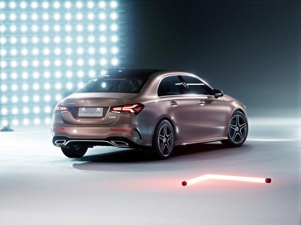 Mercedes-Benz объявил российские цены на новый седан A-Class
