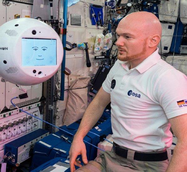Робот-помощник CIMON удачно прошел первые испытания на МКС