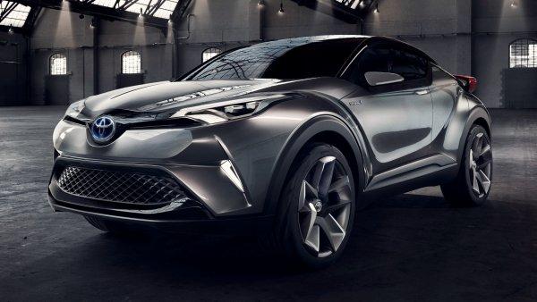 Компания Toyota объявила отзывную кампанию для 423 кроссоверов C-HR в России