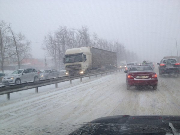 «Ледяной ад»: Об ужасах поездки по заснеженной М4 «Дон» рассказали очевидцы