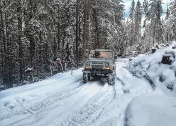 «Лучше снегохода!»: Автовладелец продемонстрировал, как УАЗ-469 справляется со снегом