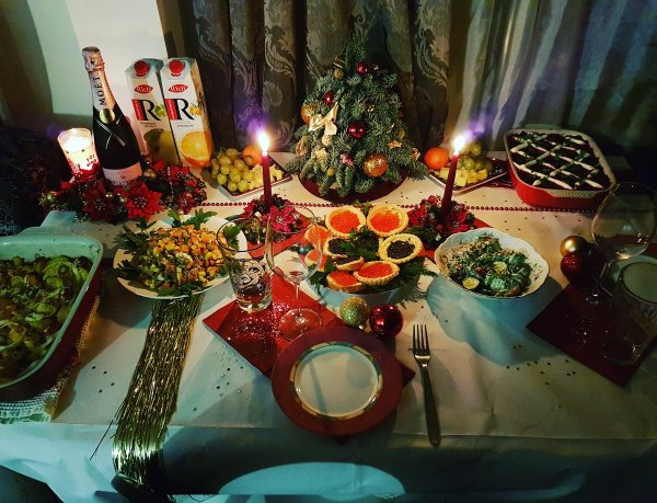 В Минздраве посоветовали не ограничивать себя в еде в новогоднюю ночь