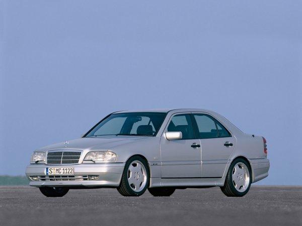 «Хёндэ» лучше «Мерса»?: Заезд Solaris и Mercedes-Benz C-Class удивил блогера