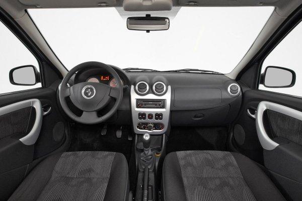«Перекупам» не смотреть»: В сети показали, как СТО «скручивают» пробег Renault Logan