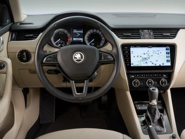 «Идеальная машина с кучей минусов»: Откровенно о новой Skoda Octavia рассказал блогер